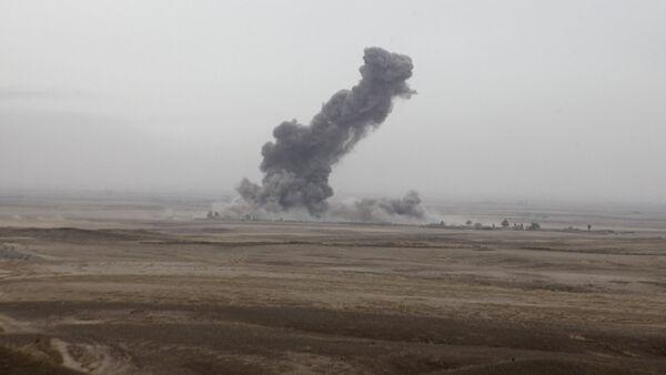 La fumée monte après des frappes aériennes de la coalition contre les militants d'Etat islamique à la périphérie de Kirkouk - Sputnik France