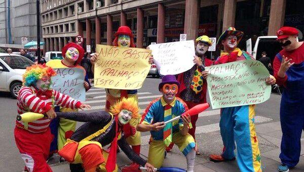 Palhaços do Rio Grande do Sul protestam em Porto Alegre contra onda de palhaços mascarados no Brasil - Sputnik France