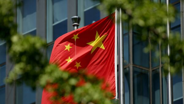 The Chinese national flag is seen on a flagpole in Beijing on August 8, 2016. - Sputnik France