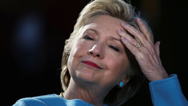 U.S. Democratic presidential nominee Hillary Clinton attends a campaign rally at Alumni Hall Courtyard, Saint Anselm College in Manchester, New Hampshire U.S., October 24, 2016. - Sputnik France