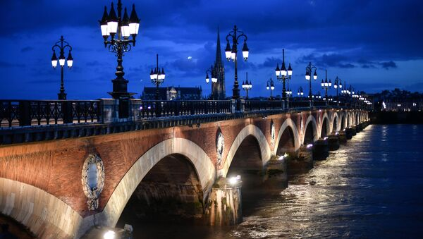 Мост Петра через реку Гаронна в Бордо - Sputnik France