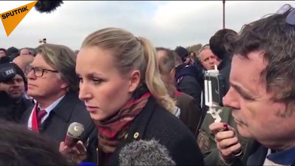 Le Pen à la manifestation des policiers à Paris - Sputnik France