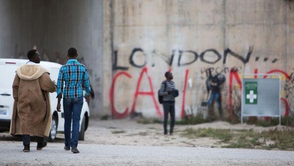 Лагерь нелегальных мигрантов в Кале - Sputnik France