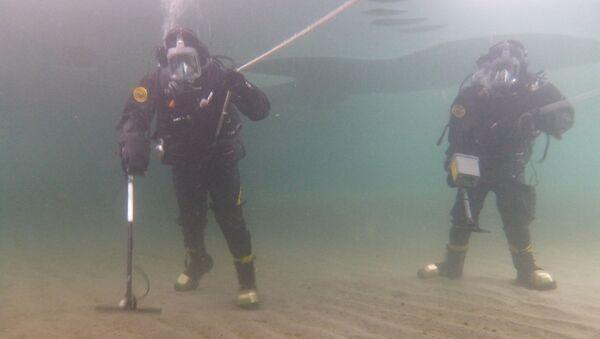 Les plongeurs apprennent également à se repérer sous l'eau, à rechercher et à classifier les engins explosifs - Sputnik France