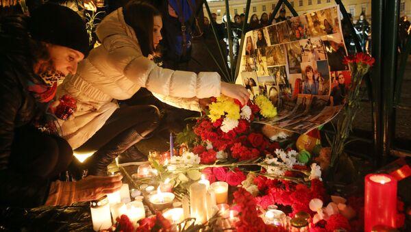 Акция памяти жертв крушения А-321 в Санкт-Петербурге - Sputnik France