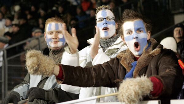 Finnish fans cheer during Group A Euro 2008 qualifying football match between Finland and Armenia 15 November 2006 in Helsinki. Finland won the match 1-0. - Sputnik France