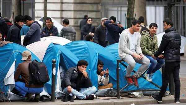 Un campement de migrants à Paris - Sputnik France