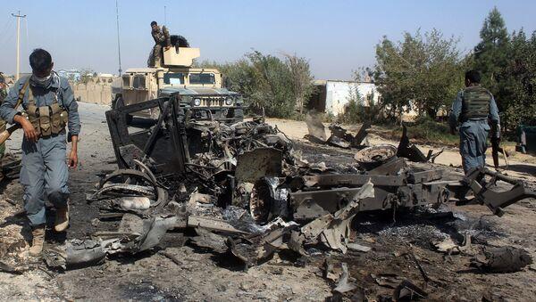 Les forces de sécurité afghanes inspectent les lieux de la frappe aérienne américaine dans la ville de Kondoz, Afghanistan - Sputnik France