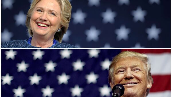 US presidential nominees Hillary Clinton (top) and Donald Trump speak at campaign rallies in Cedar Rapids, Iowa, US October 28, 2016 and Delaware, Ohio October 20, 2016 in a combination of file photos. - Sputnik France