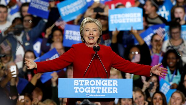 U.S. Democratic presidential nominee Hillary Clinton addresses supporters at the Grand Valley State University Fieldhouse in Allendale, Michigan - Sputnik France