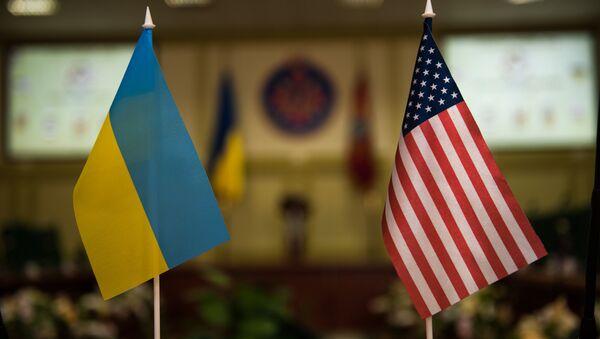 drapeaux ukrainien et américain - Sputnik France