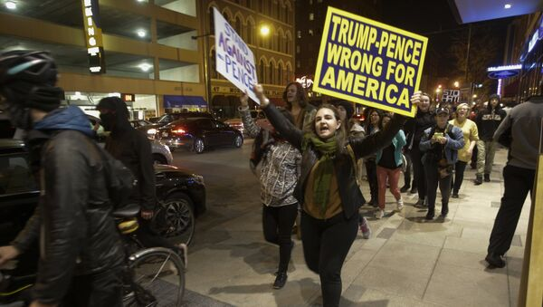 Demonstrators march following a protest against President-elect Donald Trump in downtown Indianapolis on Saturday, Nov. 12, 2016. - Sputnik France