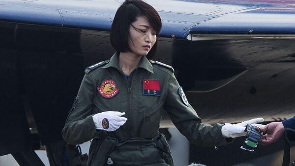Chine: la première femme pilote de chasseur J-10 meurt dans un crash - Sputnik France