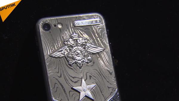 Un iPhone 7 blindé peut-il résister à un tir de pistolet ? - Sputnik France