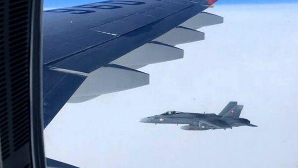 Dos cazas F-18 suizos se aproximan al avión gubernamental de Rusia - Sputnik France