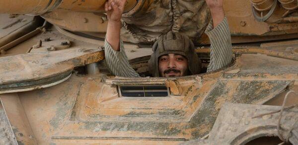 Военнослужащий Сирийской Арабской армии в районе Джобар в Дамаске - Sputnik France