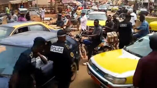 Des affrontements entre la police et des manifestants anglophones au Cameroun - Sputnik France