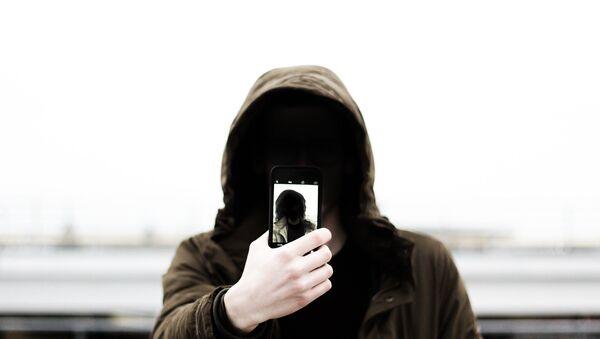 Mobile phone user - Sputnik France