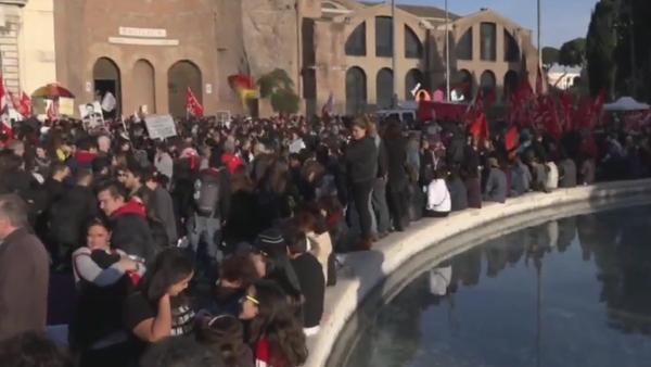 Des manifestations à Rome contre la réforme constitutionnelle - Sputnik France