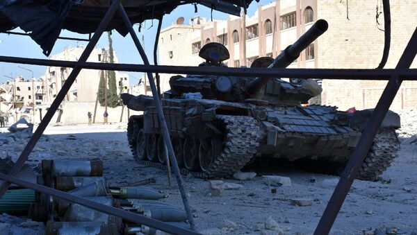 A tank is seen on a street on November 27, 2016 in the Masaken Hanano district in eastern Aleppo, a day after Syrian pro-government forces resized it from rebel fighters. - Sputnik France