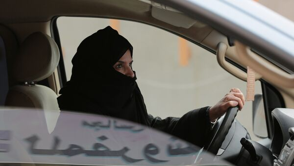 In this Saturday, March 29, 2014 file photo, Aziza Yousef drives a car on a highway in Riyadh, Saudi Arabia, as part of a campaign to defy Saudi Arabia's ban on women driving. - Sputnik France