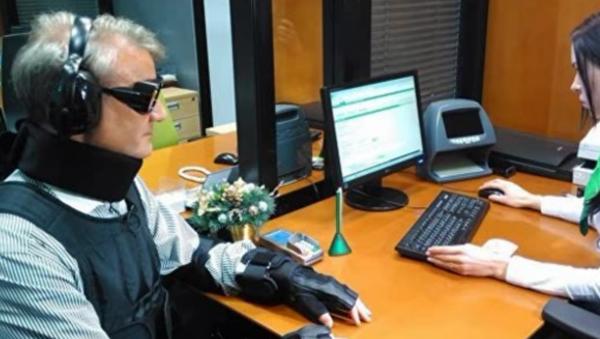 Guerman Gref dans un costume d'un handicapé - Sputnik France