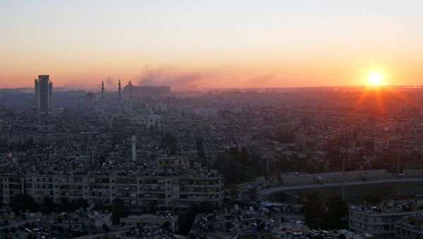 The sun rises while smoke is pictured near Aleppo's historic citadel, as seen from a government-controlled area of Aleppo, Syria December 6, 2016. - Sputnik France