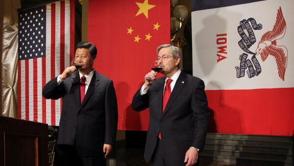 Le vice-président chinois Xi Jinping accueilli par le gouverneur de l'Iowa Terry Branstad en février 2012 - Sputnik France