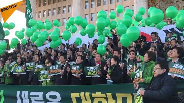 Des députés sud-coréens fêtent la destitution de la présidente - Sputnik France
