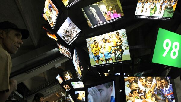People stand before screen displays at the Football Museum in Sao Paulo on 29 September 2008. - Sputnik France