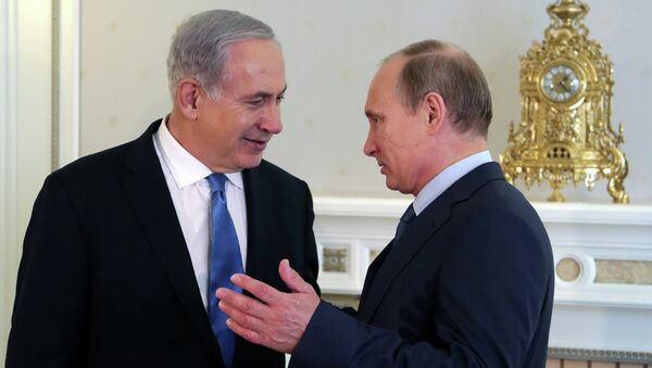 Le Président Vladimir Poutine et le Premier ministre israélien Benjamin Netanyahou discutent à la résidence de Poutine sur les rives de la Mer Noire de Sotchi le 14 mai 2013 - Sputnik France