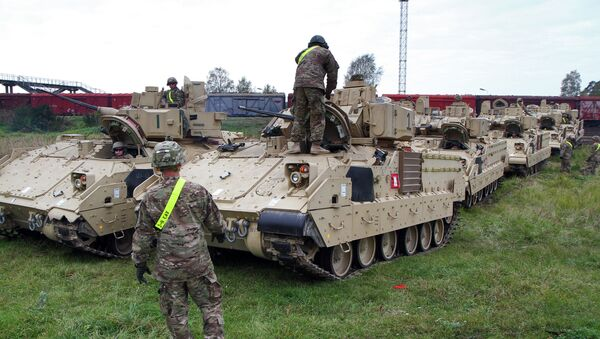 Members of the US Army 1st Brigade, 1st Cavalry Division, unload Bradley Fighting Vehicles at the railway station near the Rukla military base in Lithuania, on October 4, 2014 - Sputnik France