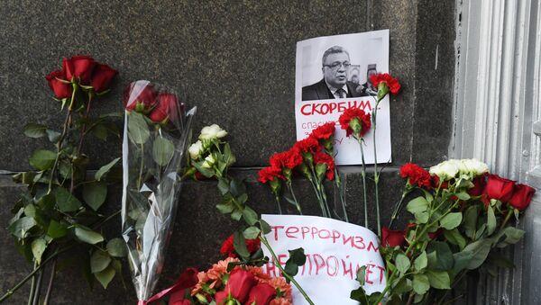 Fleurs devant le ministère russe des Affaires étrangères à Moscou - Sputnik France