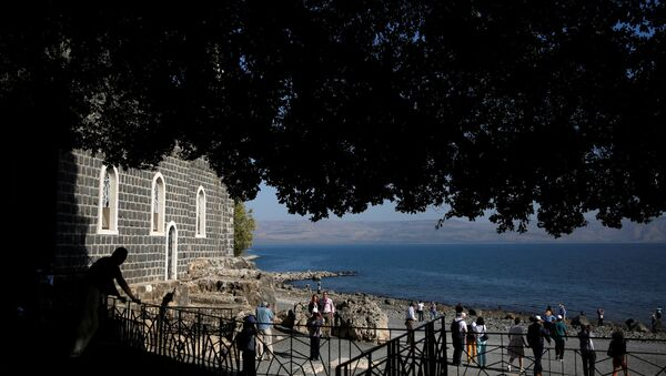Christian tourists visit Church of the Primacy of St. Peter on the shore of the Sea of Galilee in northern Israel November 8, 2016 - Sputnik France