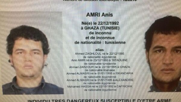 A police record with the title, Urgent Distribution (Top) and Very dangerous individual who could be armed (Bottom) shows suspect Anis Amri who is sought in relation with Monday's truck attack on a Christmas market in Berlin. - Sputnik France