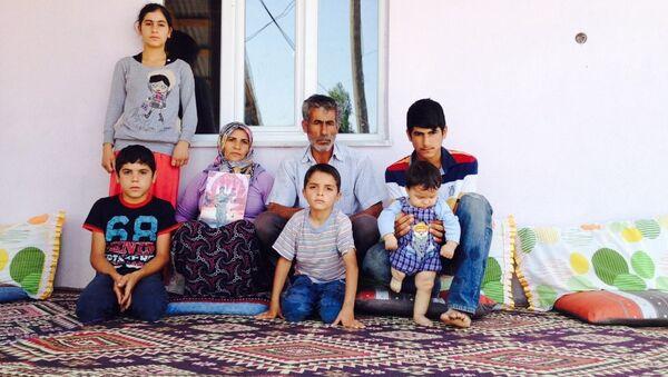 Asker Serter Taş'ın ailesi, bir an önce oğullarına kavuşmak istediklerini söyledi. - Sputnik France