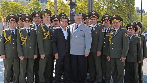 Julien Dassin et les Chœurs de l'Armée rouge - Sputnik France