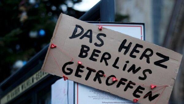 """Ein Schild an der Gedächtniskirche """"Berlin ist im Herzen getroffen"""" - Sputnik France"""
