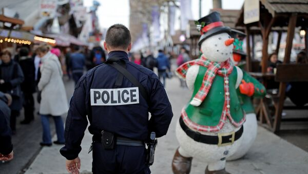 A French police officer patrols a Christmas market as emergency security measures continue on the Champs Elysees Avenue in Paris, France, December 20, 2016. - Sputnik France