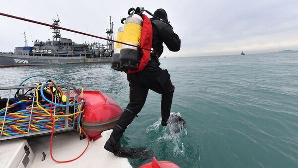 Le travail des plongeurs sur le site du crash de l'avion Tu-154 - Sputnik France