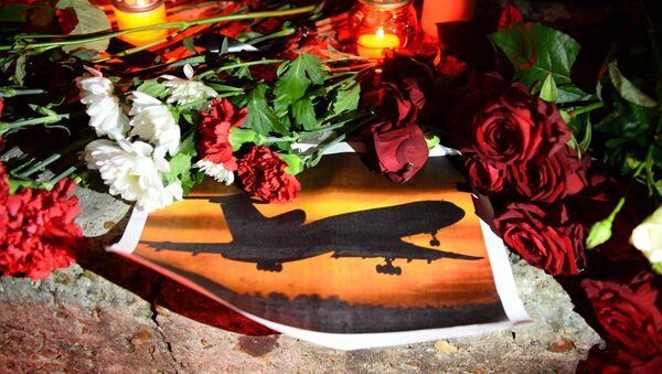 Fleurs et bougies en mémoire des victimes du crash du Tu-154 - Sputnik France