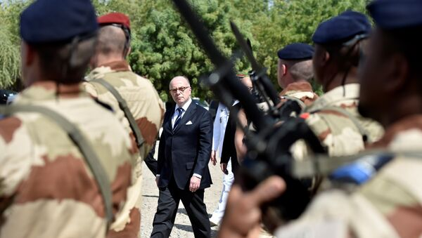French Prime minister Bernard Cazeneuve (C) reviews troops of the Barkhane operation at the Sergent-chef Adji Kossei 172 air force base, on December 29, 2016, in N'Djamena, as part of a one day visit to Chad. - Sputnik France