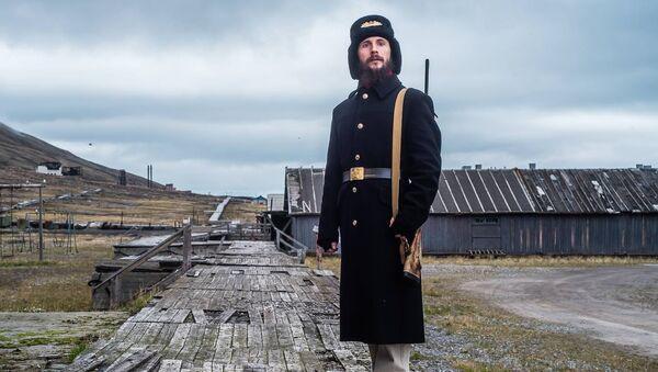 Aleksandr Romanovskiy, el guía ruso en la ciudad árctica abandonada de Pyramiden - Sputnik France