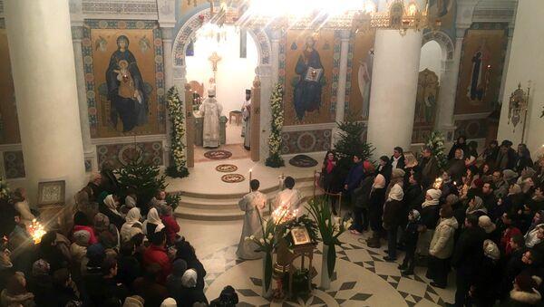 La messe dans l'église du centre culturel russe à Paris - Sputnik France