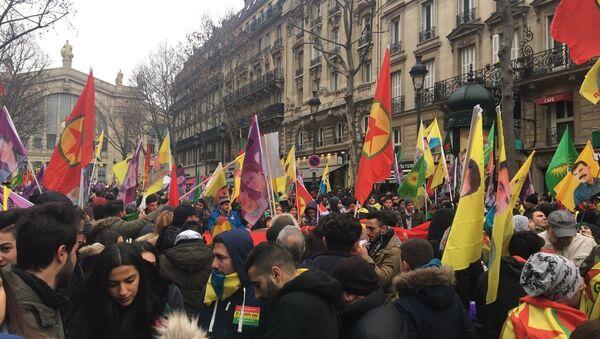 Des Kurdes manifestent à Paris en commémoration des trois militantes tuées en 2013 - Sputnik France