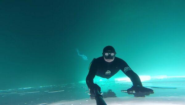 Une plongée sous la glace - Sputnik France