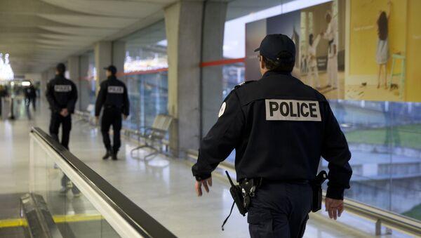 French policmen patrol - Sputnik France