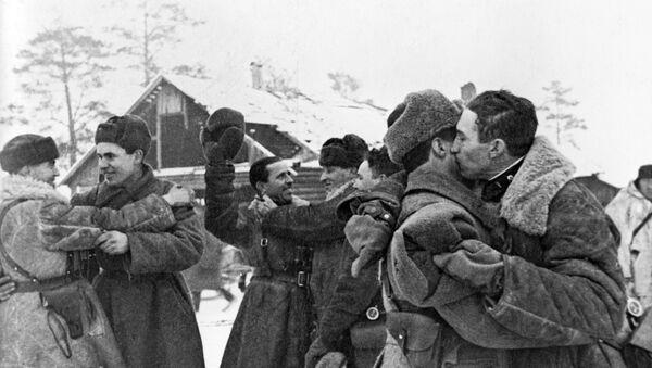 Встреча солдат Красной армии после прорыва блокады Ленинграда - Sputnik France