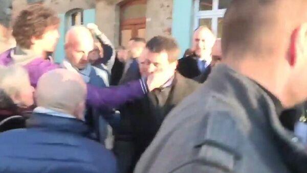 La gifle sur Manuel Valls vue de face Bretagne Lamballe - Sputnik France
