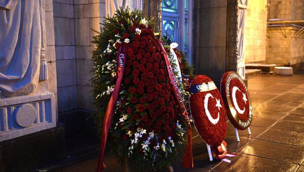 Des guirlandes envoyées par la Turquie pour commémorer l'ambassadeur de Russie en Turquie Andrei Karlov - Sputnik France